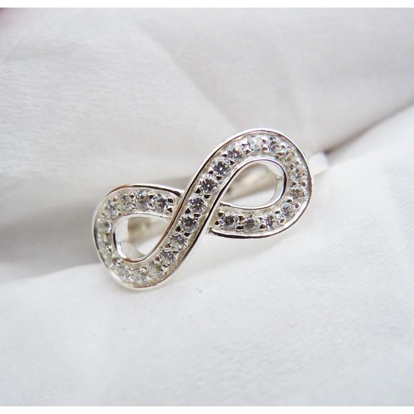 кольцо с знаком бесконечности значение